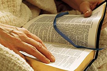 reading_bible.jpg (350×234)