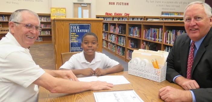 seniors-reading