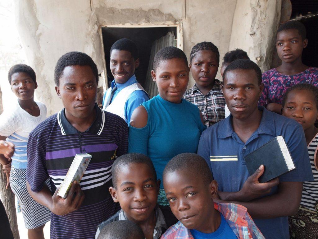 distributing-bibles-at-katima-mulilo